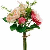 Bukett av konstgjorda rosor i en grupp av rosa sidenblommabukett